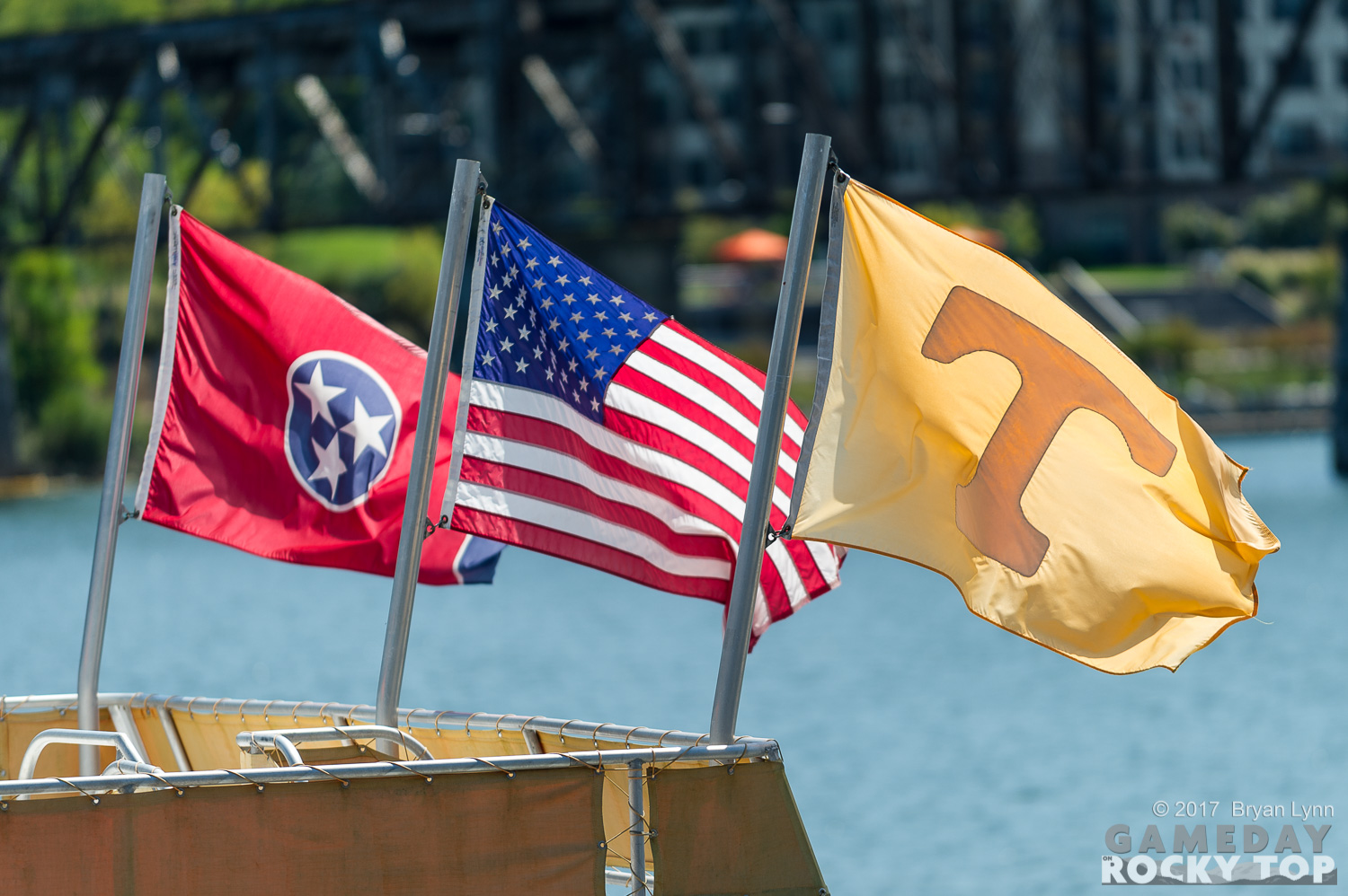 US and Tennessee flags